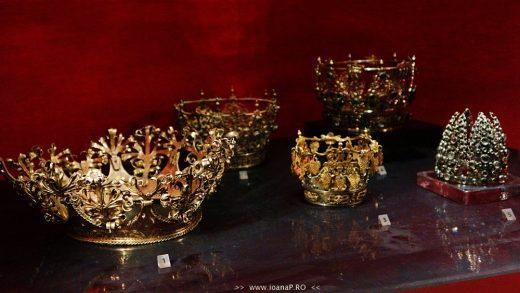 Muzeul de Istorie din Suedia [Historiska Museet] Guldrummet The Gold Room gold and silver crowns foto6