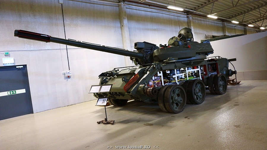 Arsenalen Swedish Tank Museum foto16