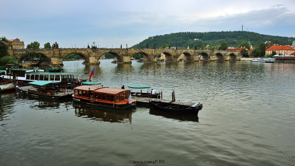Charles bridge from Prague foto1
