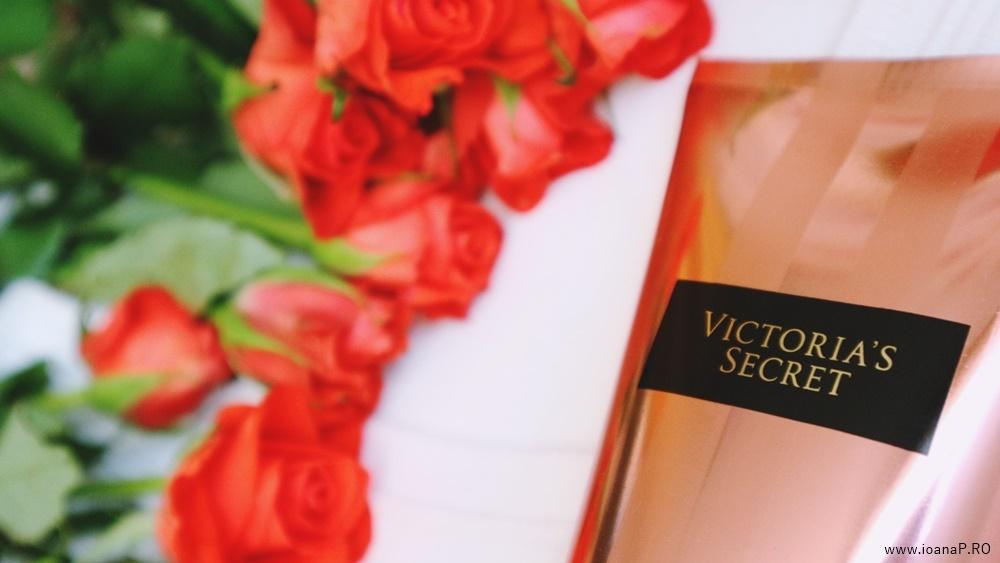crema de corp Blush de la Victoria's Secret foto03
