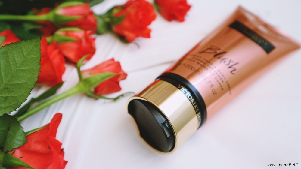 crema de corp Blush de la Victoria's Secret foto10