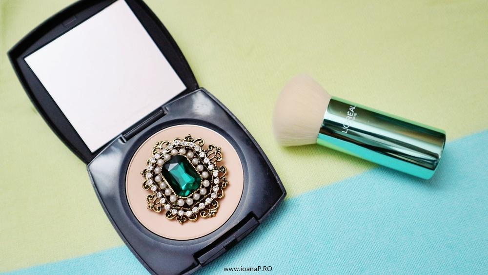 pensula L'Oréal Paris True Match Minerals si pudra compacta matifianta Avon True Color Flawless & brosa PINK EMPIRE