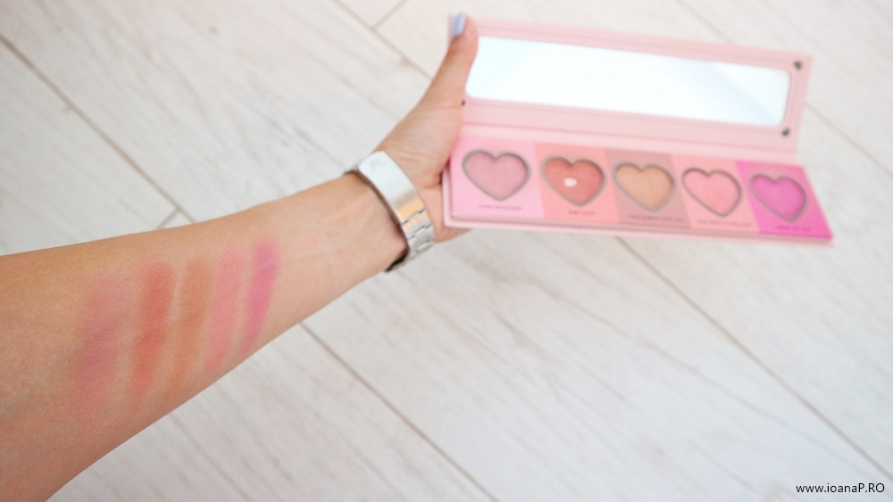 IDC Color Love Flush paleta cu 5 nuante de blush IDC Institute Color Heart swatch